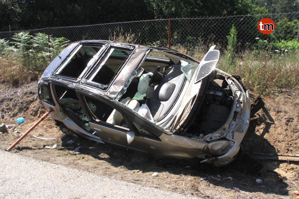 Excarcelado un conductor en Vincios tras una salida de vía