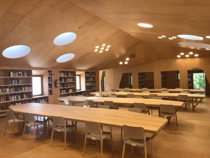 Interior Biblioteca de Baiona