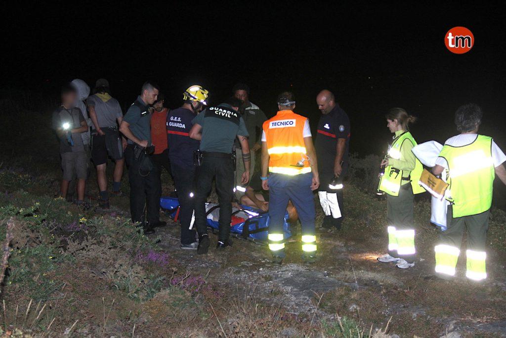 Rescatan a un menor que resultó herido tras caerse en el monte en el límite entre Mougás y Baredo