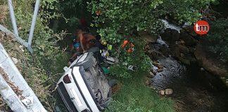 Heridos tras precipitarse con su turismo al río Tamuxe en Oia