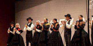 Sábado de folclore en la plaza del Concello de Baiona