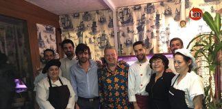 Alberto Chicote cena en un restaurante de Oia