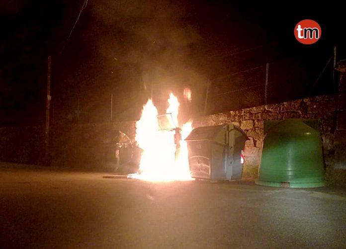 El GES de O Val Miñor sofoca el incendio de tres contenedores en Nigrán