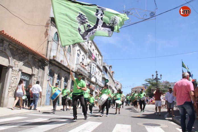 "Más de 3.000 personas participaron en el tradicional desfile de ""Bandas Mariñeiras"""