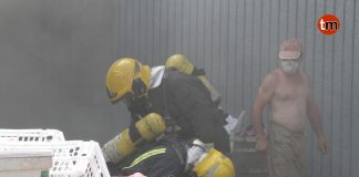 Un incendio arrasa un galpón con más de 300 alpacas de paja en Tomiño