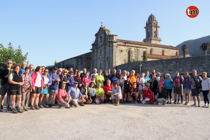 Oia recibe a 65 peregrinos mallorquines que realizan el Camino Portugués de la Costa