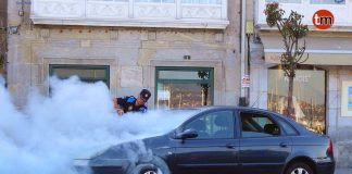 Arde un coche en pleno centro de Baiona