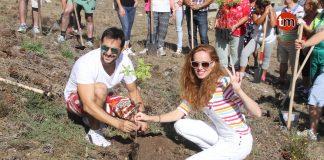 María Castro celebra el día previo a su boda con una plantación de Carballos en la Virgen de la Roca