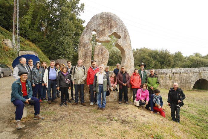 Trinta persoas participaron na Camiñada de Tui coa que APECSA celebrou 25 anos do Xacobeo 93