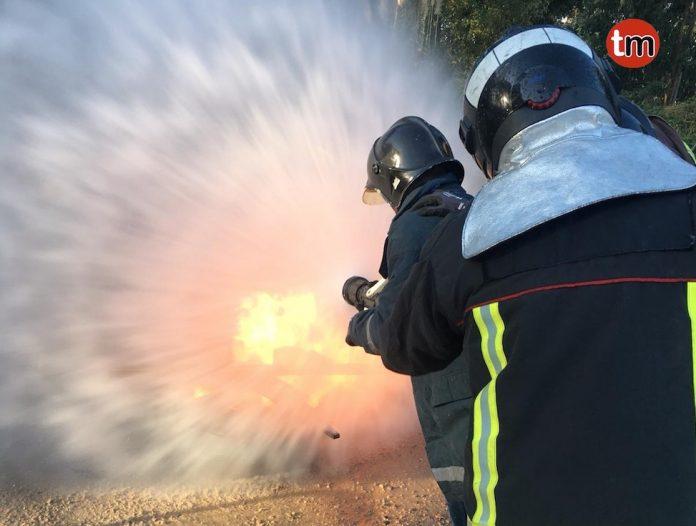 El GES imparte clases prácticas de cómo extinguir un incendio a operarios del Concello de Baiona
