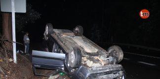 Ilesos tras volcar con su vehículo en Couso