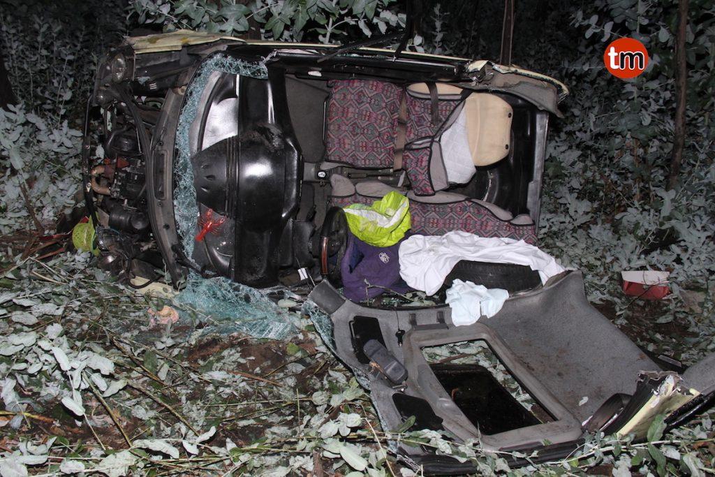 Un septuagenario salva la vida tras precipitarse con su coche sin carné por un terraplén en Gondomar