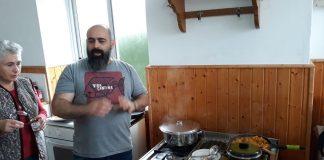 Destacados cocineros gallegos enseñan en A Guarda a elaborar platos económicos, sanos y solidarios