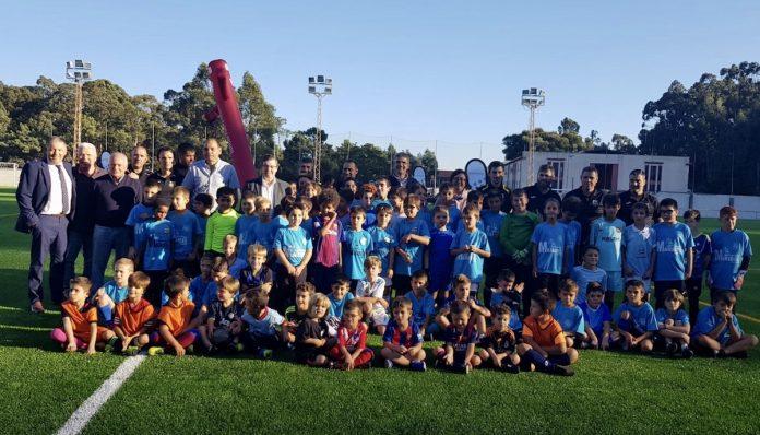 Inauguran el nuevo césped del campo de fútbol de A Sangriña