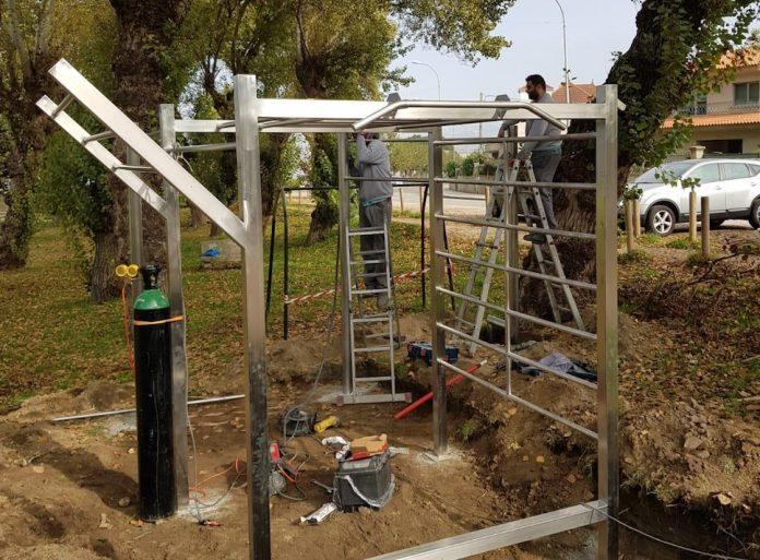 Nigrán instala una jaula de ejercicios múltiples en el campo de fútbol de Lourido