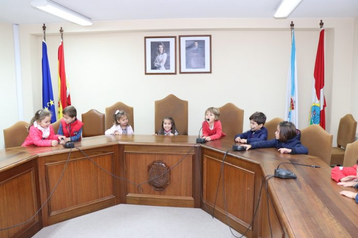 Alumnos de A Guarda visitan las nuevas instalaciones del Concello