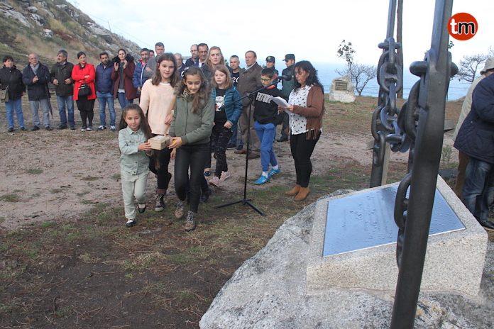 Baiona homenajea la labor de sus vecinos en la lucha contra los incendios