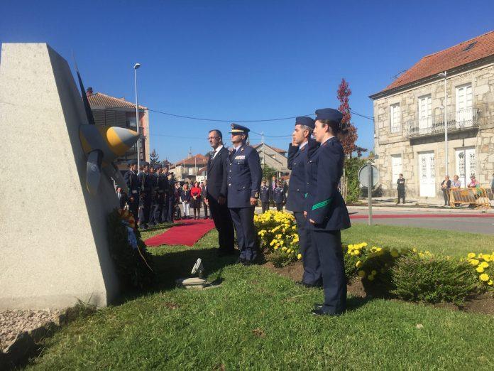 """El Teniente General del Ejército del Aire, D. Ignacio Martínez Eiroa, recibe en Baiona el Galardón """"Santos Peralba""""."""