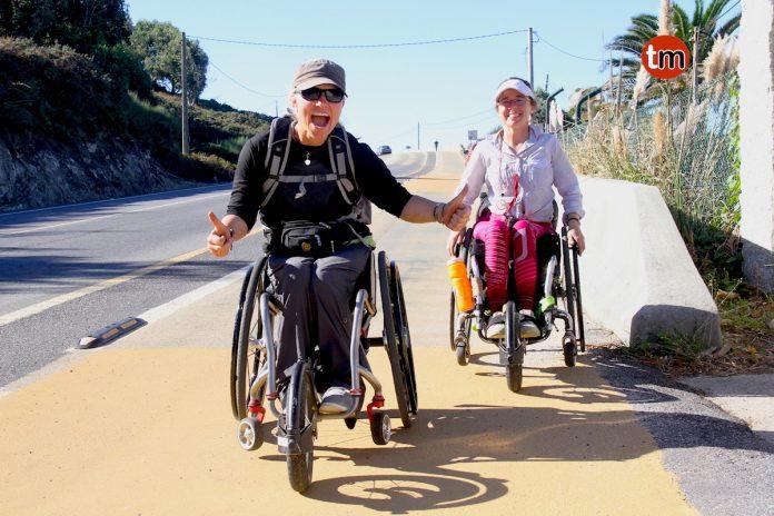 Dos australianas en silla de ruedas realizan el Camino de Santiago de la Costa