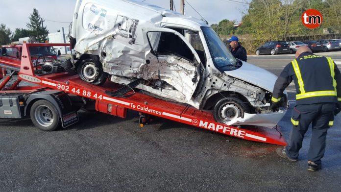 Dos heridos en una colisión frontolateral en Tomiño