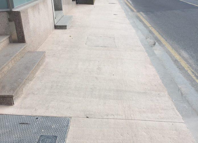 Denuncian la mala calidad de los materiales con los que se está ejecutando la senda de A Ramallosa