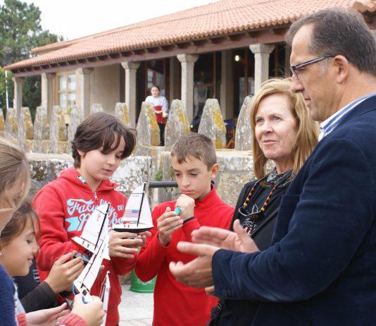 Niños de Baiona descubren el impacto de los microplásticos