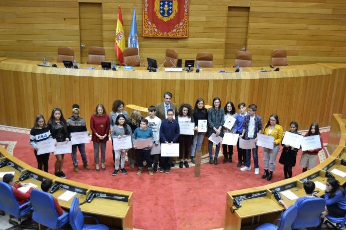 Mozas de Tomiño reclaman en Santiago medidas para loitar contra o machismo e a violencia de xénero.