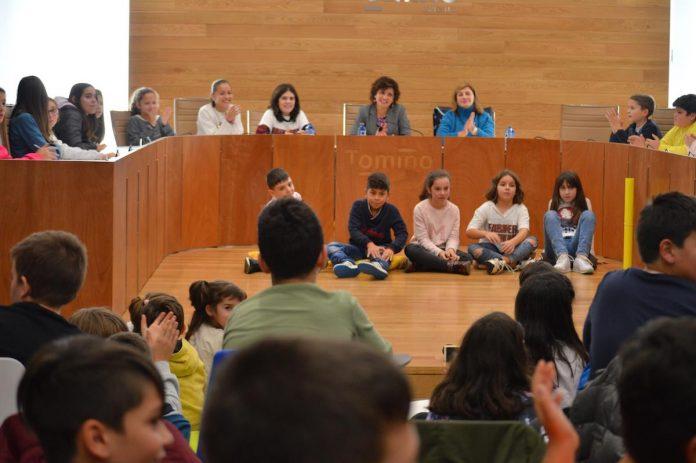 "Tomiño celebra o ""Día Universal do Neno"" cun pleno infantil"