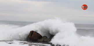 Olas de casi siete metros en Cabo Silleiro obligan a cerrar la Playa Concheira en Baiona