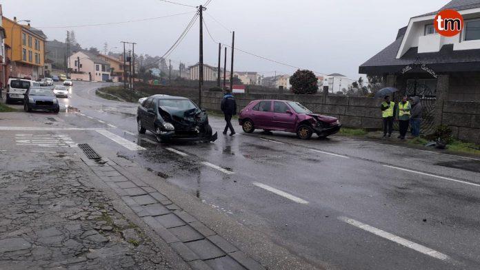 Herida una menor en una colisión frontolateral en A Guarda