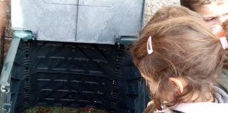 Pequenos do María Zambrano do Rosal apúntanse á compostaxe
