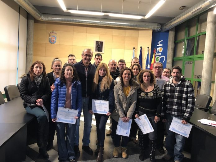 """Los alumnos del curso de """"Gestión de almacén"""" reciben sus diplomas"""
