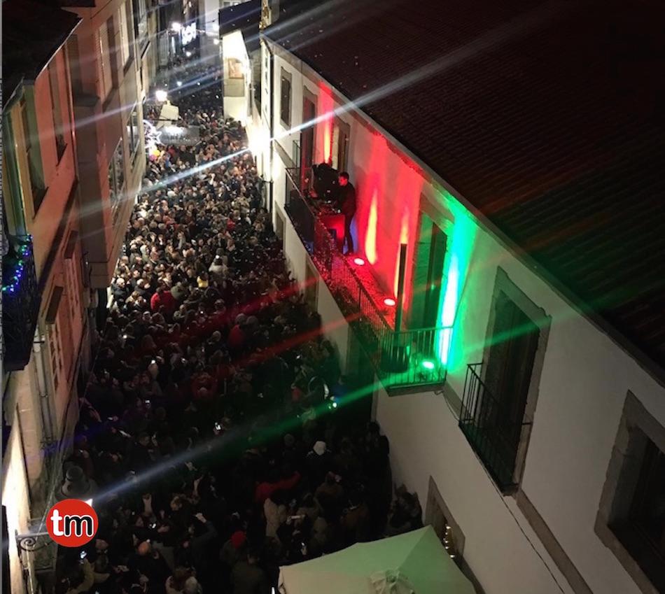 Más de 2.000 personas celebran en Baiona el fin de año adelantado