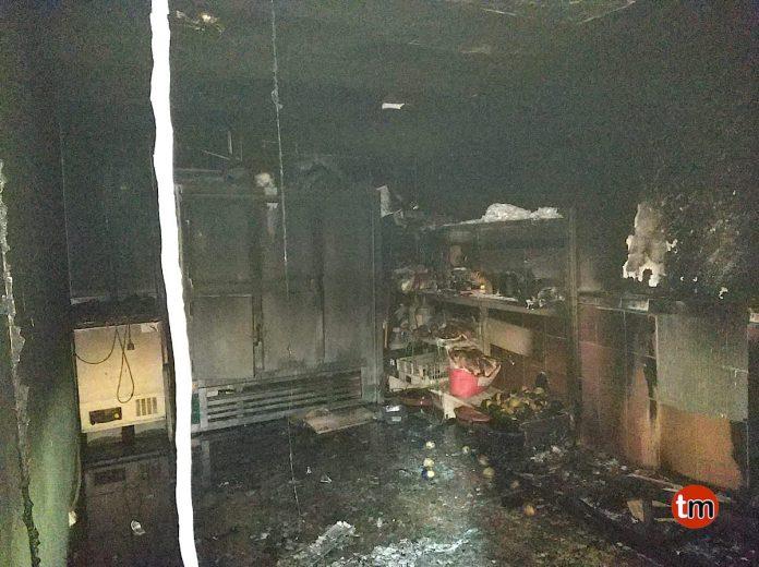 Un incendio calcina un almacén de un restaurante y obliga a desalojar varias viviendas en Tomiño