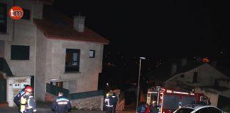 Un incendio provocado por un cortocircuito calcina una habitación en Baiona