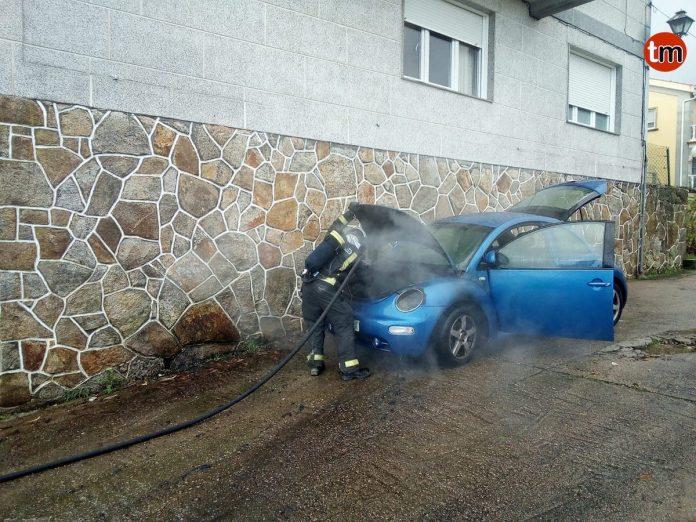 El GES sofoca el incendio de un vehículo en Baiona