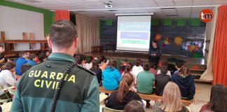 Alumnos del CEIP Mestre Manuel García de Oia reciben una charla sobre el acoso escolar