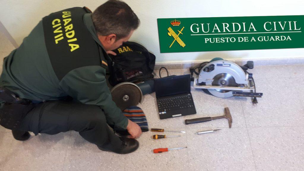 Detenidos dos vecinos de A Guarda por varios robos en locales comerciales