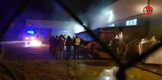 Los bomberos sofocan un incendio en una fábrica de plásticos de O Rosal