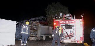 Un incendio industrial en Figueiró moviliza a todos los servicios de emergencia
