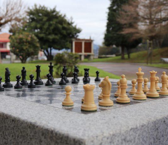A Guarda cuenta con dos mesas para la práctica del ajedrez al aire libre