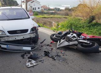 Tres heridos, entre ellos un menor, en la colisión entre una moto y un coche en Viladesuso