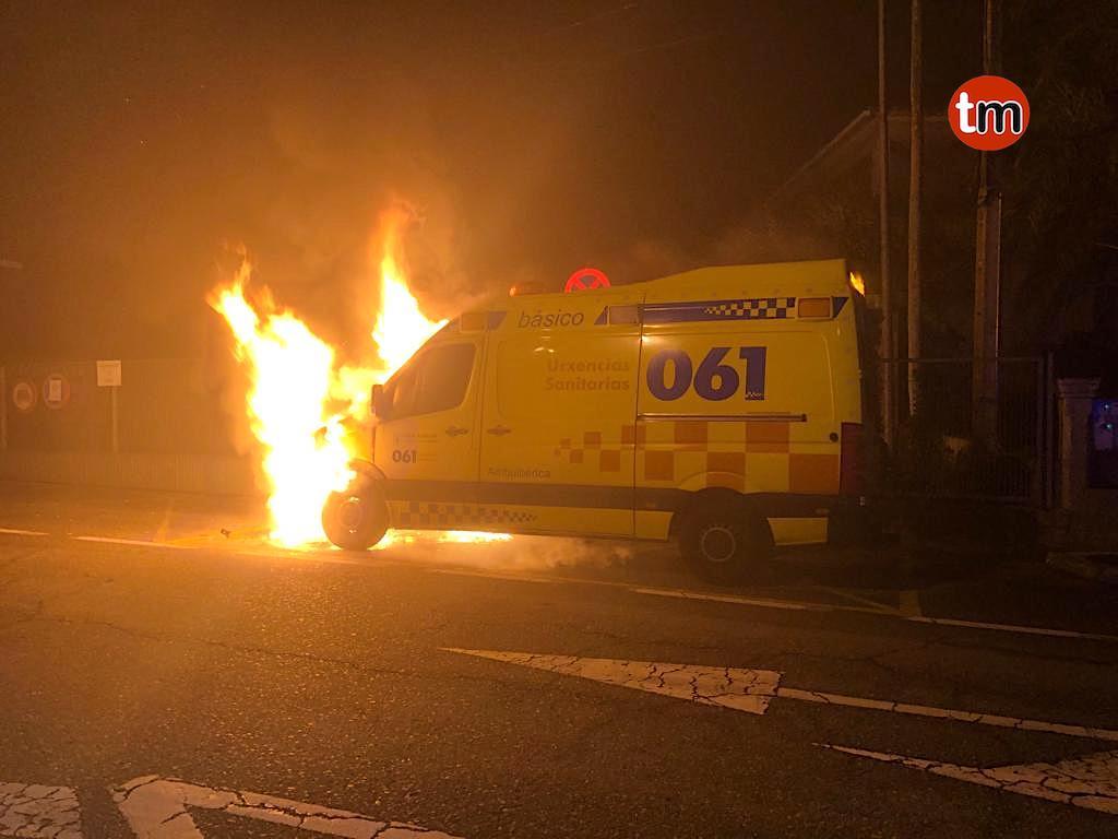 Queman una ambulancia de forma intencionada en Tui