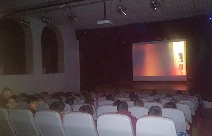 """Alumnado de primaria da Guarda participa en """"Cinema nos Coles"""""""