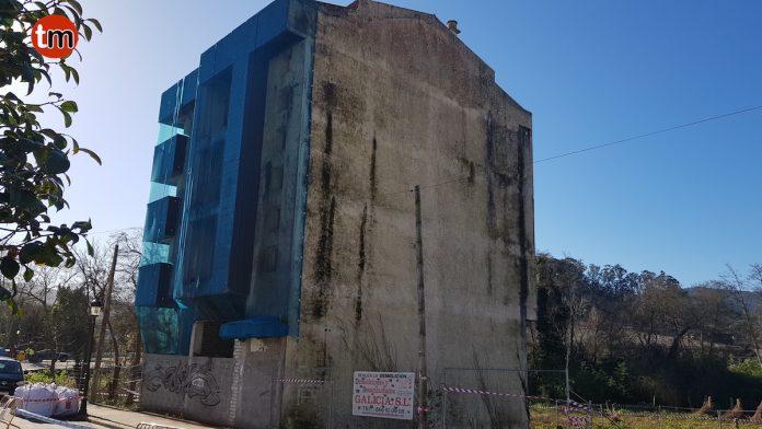 Comienza el derribo del edificio que lleva casi 40 años abandonado en Gondomar