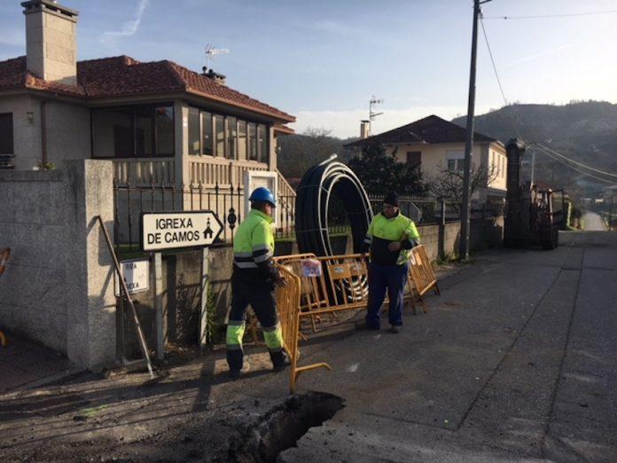 Las obras del saneamiento de la calle San Roque de Camos finalizarán la próxima semana