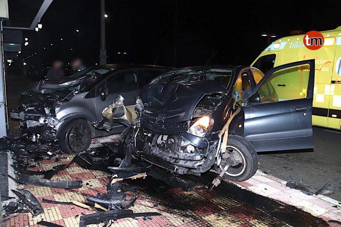 Herido tras empotrarse un coche contra dos vehículos estacionados en Baiona