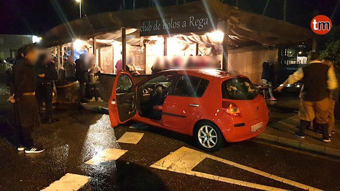 Dos personas heridas al empotrarse un coche con un puesto de la Arribada