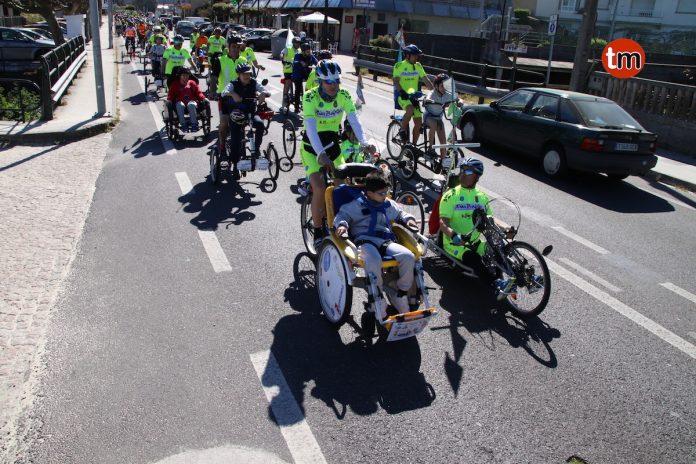 Alumnos de intercambio de Mánchester celebran el Día de la Bicicleta en Nigrán y Baiona