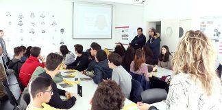 A Escola Superior Gallaecia acerca o mundo do arte a máis de 400 estudantes de Tomiño e Cerveira